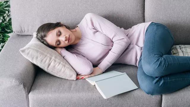 tidur juga merupakan kegiatan yang positif karena mampu menjaga kesehatan
