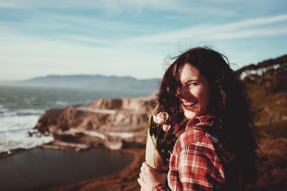 perempuan bahagia