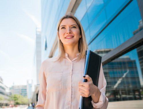 suami melarang istri bekerja