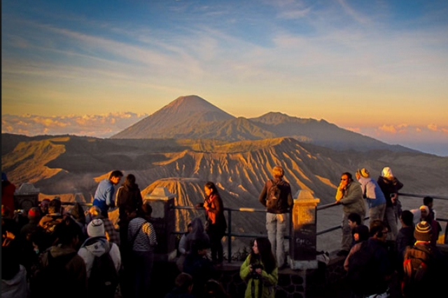 paket wisata bromo bisa menyaksikan matahari terbit