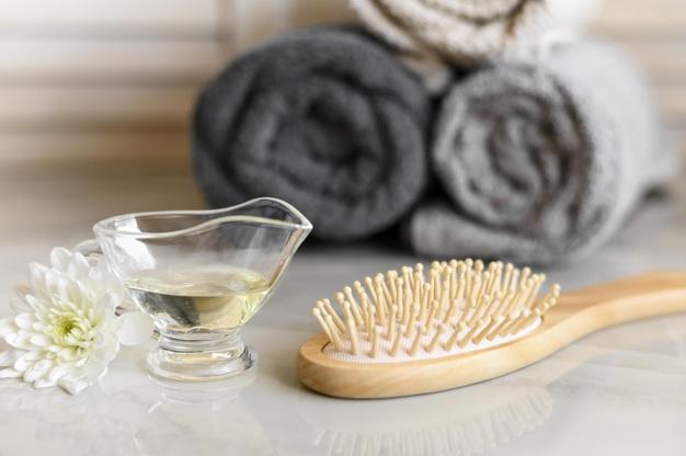 merawat rambut dengan hair oil