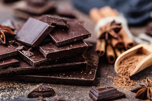 dark chocolate adalah jenis cokelat yang bisa menurunkan kolesterol jahat