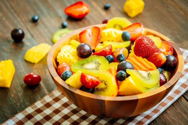 sarapan bagi dengan salad buah